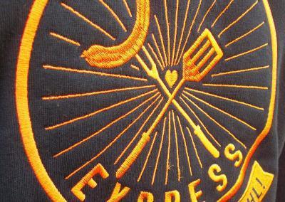 Stickerei Dresden_Grillexpress Pullover besticken