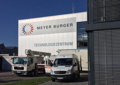 Fassadengestaltung mit Schilder – Meyer Burger