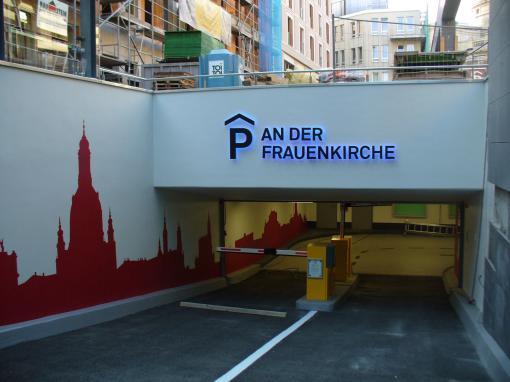 Beschriftungen – Parkplatz Tiefgarage An der Frauenkirche