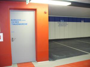 Beschriftung Parkplatz an der Frauenkirche