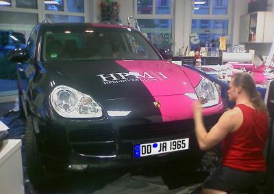 189-100 HPM Invest-Porsche Cayenne-bekleben