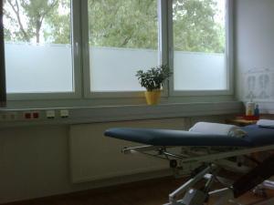 242-Physiotherapie-Sichtschutzfolie