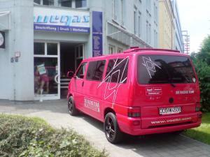Autobeschriftung-VW-T4-Voelkl-Sportscheck