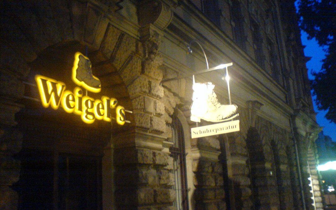 Leuchtreklame, Außenwerbung in Dresden, Sachsen