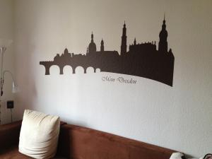 481-Wandtattoo Wand Stadt Silhouette Dresden Wohnung