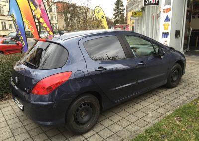 590-Autoscheibentoenung-PKW-Schwarz-Dunkel