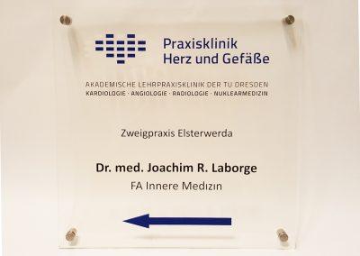 535-Acrylschild-Herz-Klinik-Dresden-Wegweiser-Wandschild