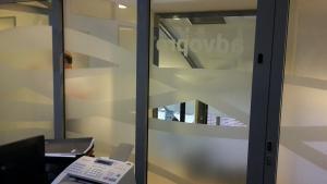596-Glasdekorfolie-Sichtschutz-kleben