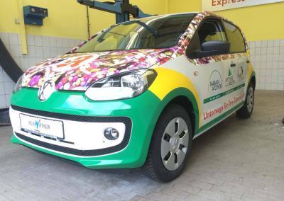 Carwrapping-VW-Apotheke-Pillenflitzer-kleben