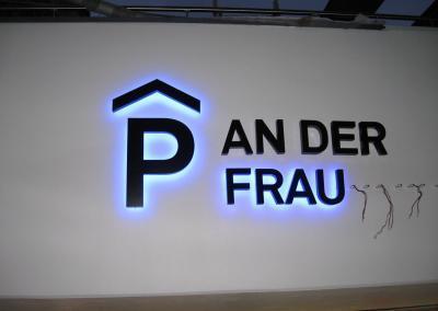 457_LED-Leuchtschrift_Parken-An-der-Frauenkirche