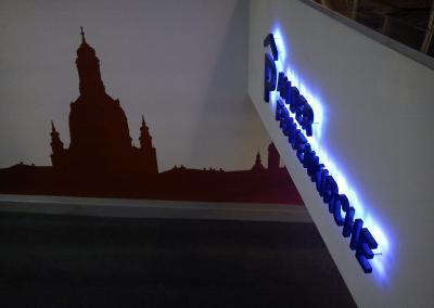 457_LED Leuchtschrift_Tiefgarage An der Frauenkirche Dresden nach Hinten