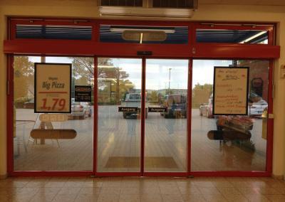 464_Sonnenschutzfolie Eingang Supermarkt
