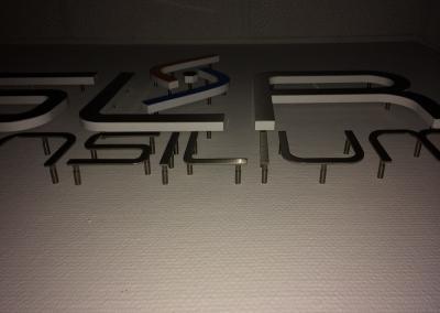545-Fraesbuchstaben-Edelstahl-Abstandshalter