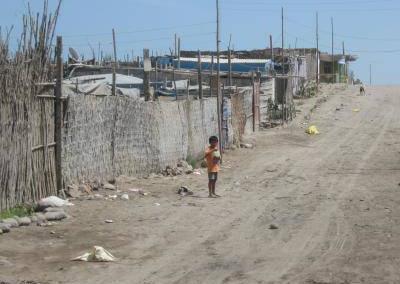 Kinder in Pisco Spende für Peru Erdbebenopfer