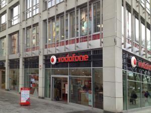 Vodafone-D2-Dresden-Prager-Strasse-Sonnenschutzfolie-Transparent-Klar