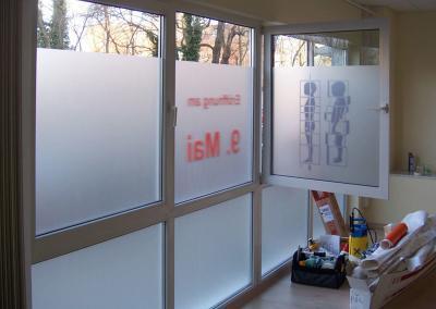 495-Fenster-Sichtschutz-Beschriftung