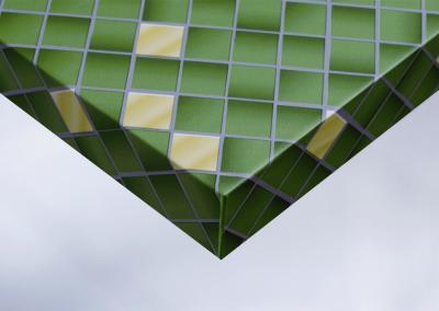 Z4-Moebelfolie-Dekorfolie-Unifarbe-color-matt-Mosaik-gruen-und-gold-Designfolie