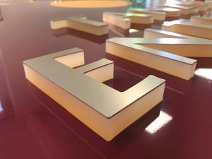 549-Leuchtkasten Acrylbuchstaben-LED Seite