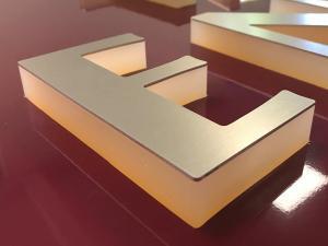 549-Leuchtkasten Acrylbuchstaben-LED zur Seite