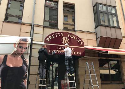 549-Leuchtkasten Montage Tanzbar Pretty Voices-Hotel-Hilton-Dresden