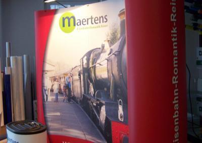 D101-Popup-Magnet-Panel-3x3-Messewand-mobil-Reisebuero-Maertens