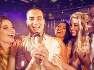 Pretty-Voices-Tanzbar-Hotel-Hilton-Dresden-Event-Karaoke-Show-Musikvideos-Party