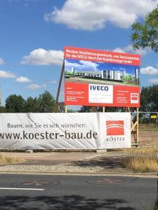 554-Koesterbau-Neubau-IVECO-Bauschild