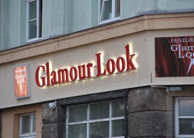 558-LED-Buchstaben Fassade Friseur Glamour Look