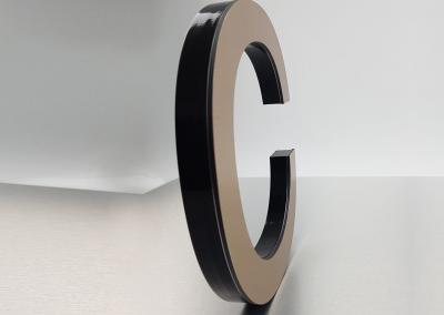 601-Fraesbuchstabe-Messing auf PVC Werbeagentur Werbetechnik Wegaswerbung Dresden