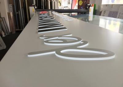608-Leuchtkasten-dekupiert-LED-Leuchtbuchstaben