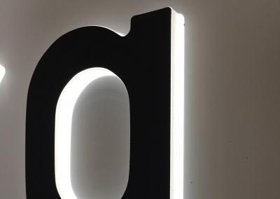 609-LED-Leuchtbuchstabe-Acrylglas