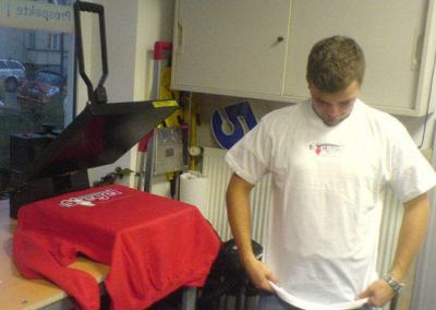 textiliendruck-stickerei-shirtdruck-wegaswerbung