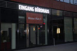 586-Eingang-Buerohaus-Leuchtbuchstaben