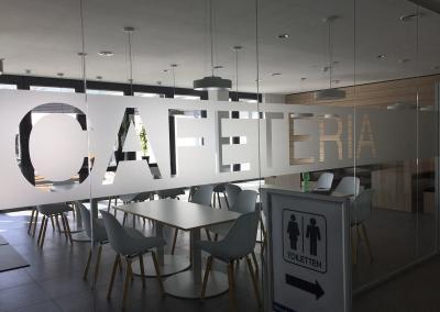 617-Glasdekor-Streifen-Sichtschutz-Cafeteria