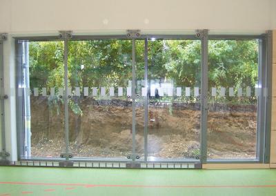 619-Durchlaufschutz-Glasdekor-Fenster-Schule
