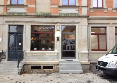 620-Fensterbeschriftung-Glasdekor-Grafik-Zahnarzt-Dresden