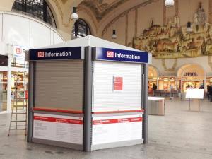 622-Beschriftung-DB Bahn-Information-Pavillon-Bahnhof