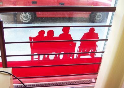 624-Fensterbeschriftung-transparente-Farbfolie-rot-Seniorenheim