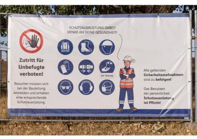 Baustellenzaun-Plane-Schutzausruestung-Baustellenordnung-wegaswerbung
