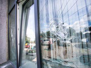 610-Einbruchschutz-Splitterschutzfolie-Fenster-einwurfhemmend