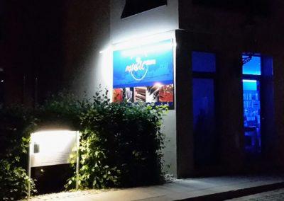 636-LED-dezente-Beleuchtung-Schild-Aussenwerbug