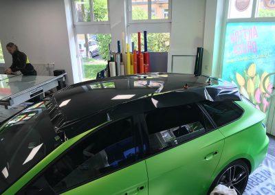 625-Autofolierung-Autofolie-Gruen-matt-Dach-schwarz