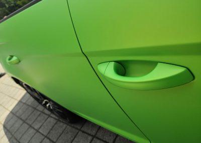 625-Carwrapping-Autofolie-gruen-metallic-matt-Tuergriffe