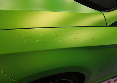 625-Fahrzeugfolienverklebung-gruen-matt-metallic-mit-3-D-Beschriftung