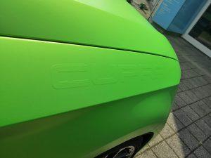 625-Fahrzeugfolierung-gruen-matt-metallic-mit-3-D-Seat-Beschriftung