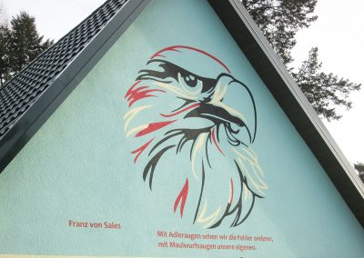 627-Wandmalerei-Adlerkopf-Schablonentechnik-Wandfarbe