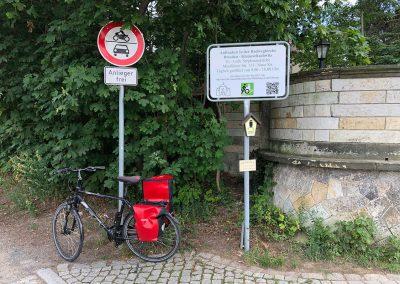 655-Hinweisschild-Rohrrahmen-Verkehrszeichen