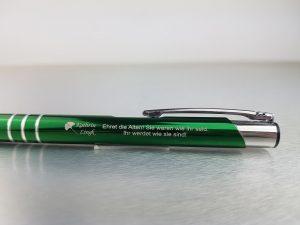 524-Kugelschreiber-gruen-Metall-Werbedruck-graviert