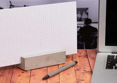 Haltefuss-aus-Beton-Schreibtischbehaelter-Notizen