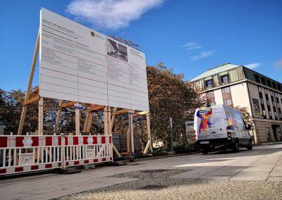 658-Bauschild-Vermietung-Blockhaus-Dresden-Montage